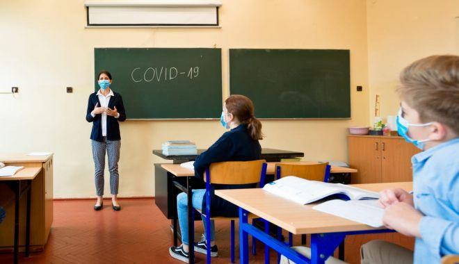 Ministrul Educației propune ca elevii din clasele terminale în scenariul roşu să revină la cursuri cu efectivul complet - coronavirusscoala-1619159101.jpg