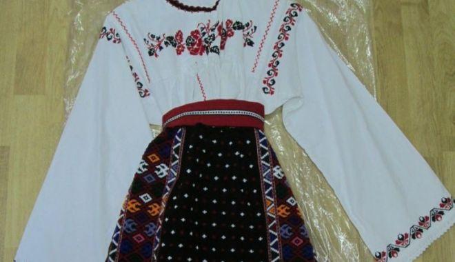 Costumele populare românești, prezentate de Muzeul de Artă Populară Constanța - costumelepopulareromanesti2-1588942719.jpg