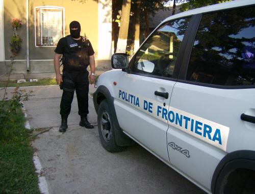 ALERTĂ LA FRONTIERĂ! Prins în timp ce încerca să iasă ilegal din România, pe jos - costumprotectiedetasamentinterve-1573111040.jpg