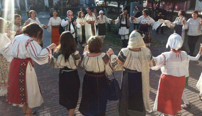 """Foto: Maria Magiru: """"Costumul popular, una dintre cele mai importante forme de cultură a oricărui popor"""""""