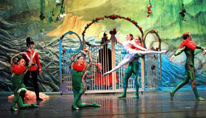 """Foto: Baletul """"Crăiasa Zăpezii"""", o poveste de foarte mare relaxare pe caniculă"""
