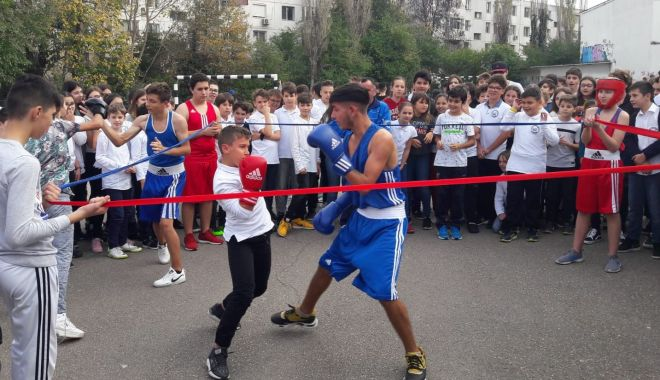 Boxul și gimnastica, promovate de sportivii CS Farul la Școala