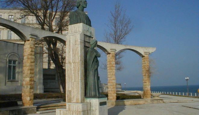 Foto: Cultura în cetatea Dobrogei. Masă rotundă organizată de ziua lui Mihai Eminescu, la Constanța