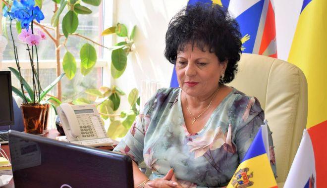 """Foto: Primarul Mariana Gâju: """"La Cumpăna, educația copiilor a fost mereu importantă"""""""