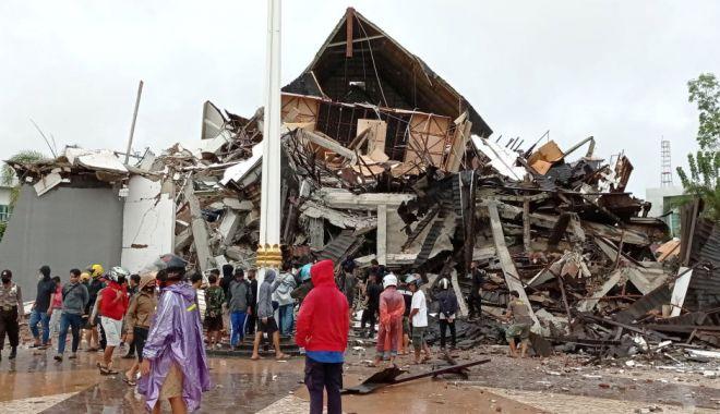 Cutremur de 6,2 în Indonezia: Cel puțin 34 de morți, sute de răniți. Printre clădirile prăbușite se află și un spital - cutremur-1610698572.jpg