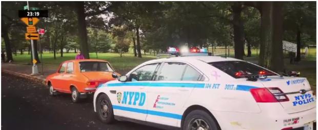 Foto: IMAGINEA ZILEI! Dacia 1300 a unui român, postată pe Facebook alături de o mașină a NYPD