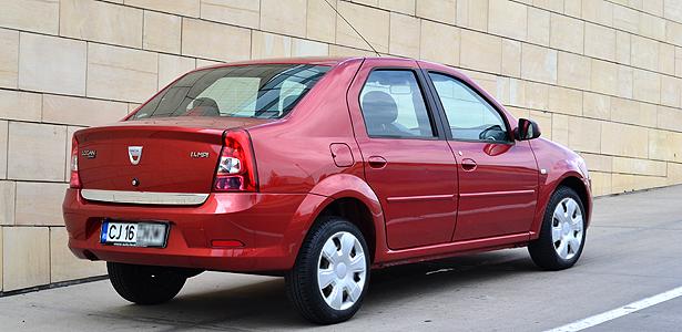GALERIE FOTO / Istorie vie! Dacia, mașina care a pus România pe roți - dacia3-1534769518.jpg