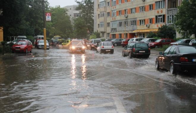 Foto: CONSTANȚA NU SCAPĂ DE PLOI ȘI VIJELII! Anunțul zilei de la meteorologi