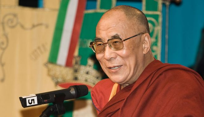 Dalai Lama, în atenția bibliotecarilor constănțeni - dalailamasursawikimediacommons-1594053524.jpg