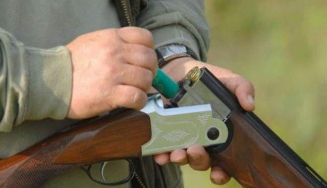 Foto: Armă letală deținută ilegal, confiscată de polițiști