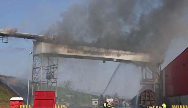 Foto: Incendiu la o bandă transportoare, soldat cu pagube de aproximativ 100.000 de euro