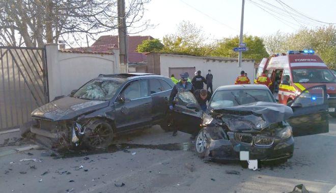 Foto: Accident rutier în Năvodari. Două mașini de lux, FĂCUTE PRAF