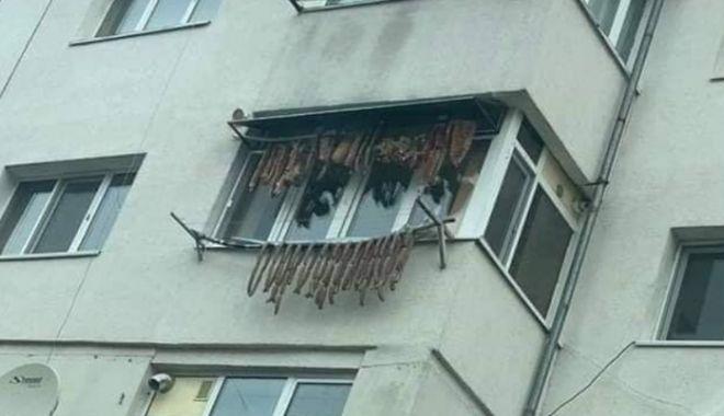 VIRAL PE FACEBOOK : Slănină și cârnați, pe sârma balconului - ddd-1577026303.jpg