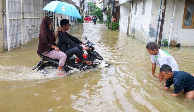 Cele mai dezastruoase inundații din ultimul secol și jumătate! Jakarta, măturată de viituri - ddd-1578311608.jpg