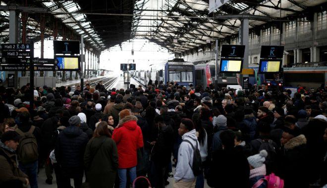 Foto: Călătoriți în Franța? Luați în considerare avertismentul MAE!