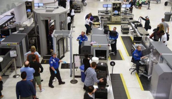 Foto: Cu ce se mai împușcă americanii… MII DE ARME confiscate în aeroporturi!