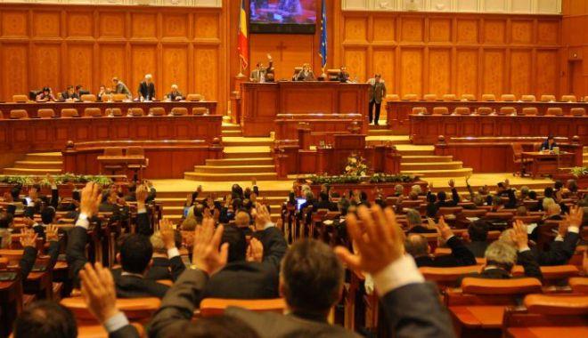 Foto: Asumarea legii privind alegerea primarilor, prezentată în Parlament pe 29 ianuarie