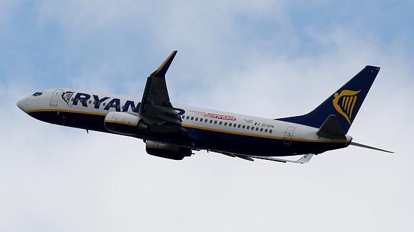 Foto: Fum la bord! Avion întors din drum, pe Otopeni