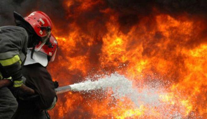 Foto: Bloc în flăcări din cauza tabloului electric