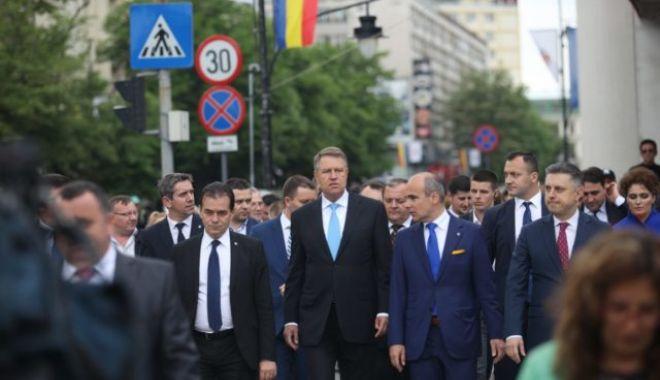 Foto: Sărbătoare cu cântec. Președintele și premierul, huiduiți și ovaționați la Iași!