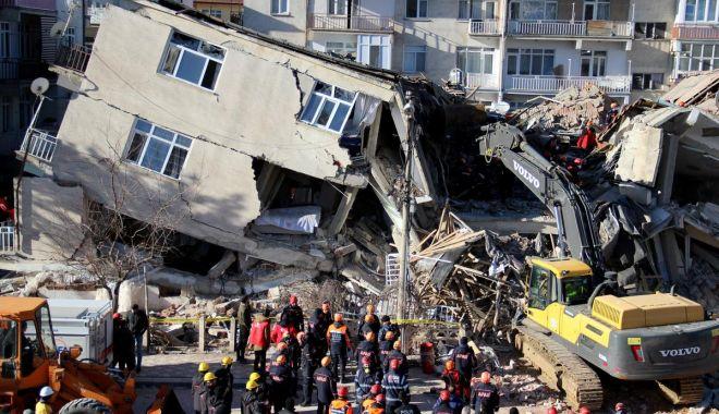 Foto: Bilanțul cutremurului din Turcia: zeci de morți! Continuă căutarea de supraviețuitori