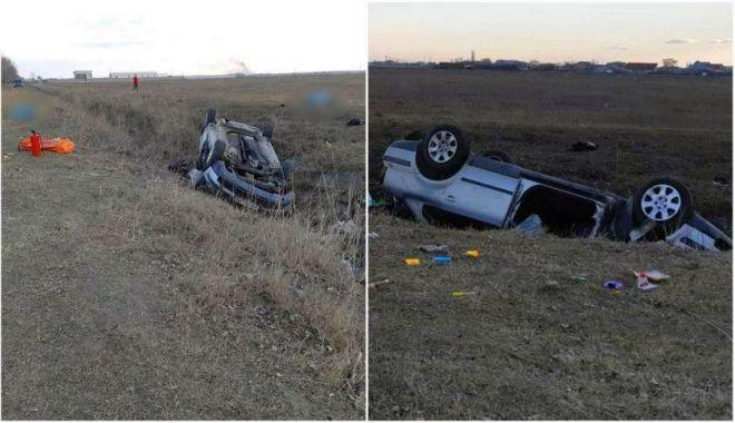 Foto: Mașină scăpată de sub control pe șosea! Doi pasageri nu au putut fi salvați...