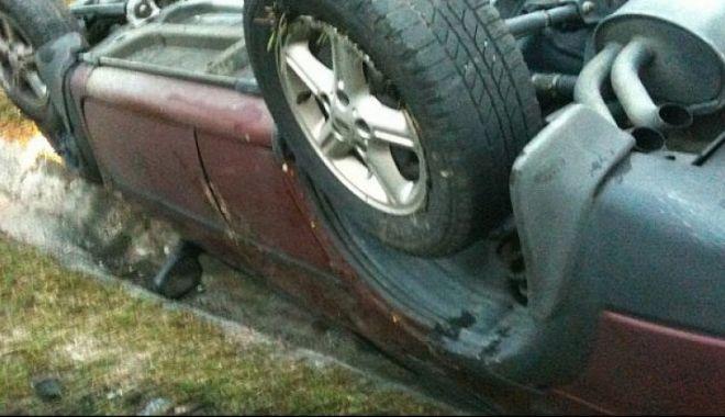 Foto: Neatenția la volan a generat un accident, din fericire, fără urmări grave