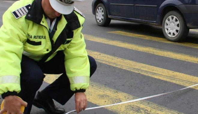 Foto: A lovit cu mașina un adolescent pe trecerea de pietoni și a fugit!
