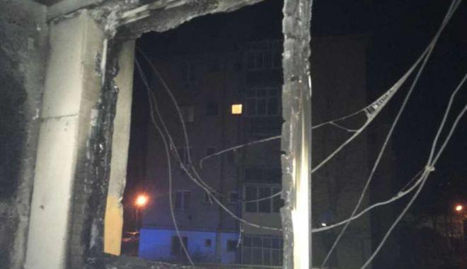 Foto: La ce poate duce o țigară uitată aprinsă... Zeci de evacuați, 13 persoane internate în spital