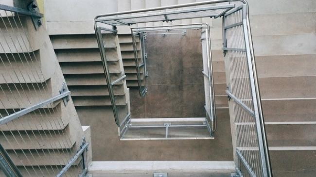 Foto: ALERTĂ LA LICEU: A căzut peste balustradă! Diagnostic grav!