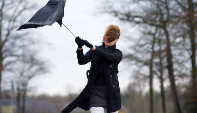 Vântul pune stăpânire în țară! ANM a emis Cod Galben - ddd-1582376334.jpg