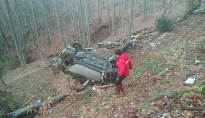 Alertă la 112: A căzut cu mașina în râpă - ddd-1582393804.jpg