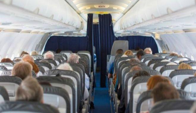 Foto: Panică în avion! S-a apelat la intervenția medicilor
