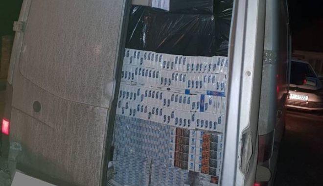 Foto: Cantitate imensă de țigări, confiscată după o urmărire cu focuri de armă!