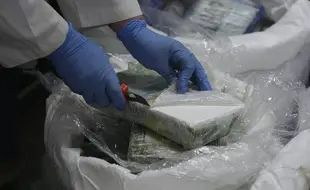"""Foto: Captură imensă de cocaină! Trei """"curieri"""", arestați lângă Marsilia"""