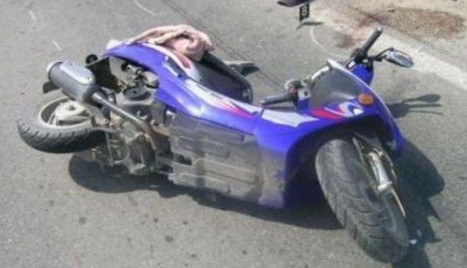 Foto: Impact între un scuter și un autovehicul, pe strada Democrației din Constanța