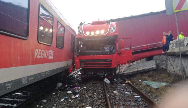 ACCIDENT SPECTACULOS! A căzut cu mastodontul pe calea ferată! - dddd-1583330194.jpg