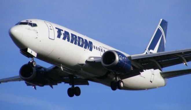 Foto: Avion Tarom lovit de trăsnet, întors din drum