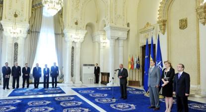 Președintele Traian Băsescu a învestit, vineri, Guvernul Boc V - de2d9145a23e3dc090326ac491b4485a.jpg