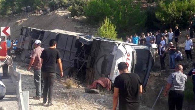 Cinci militari morți și zece răniți, după ce autobuzul în care se aflau s-a răsturnat - deces-1595846052.jpg