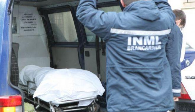 Un tânăr s-a sinucis infingându-și două cuțite în inimă după ce și-a văzut iubita cu alți băieți - deces-1607161442.jpg