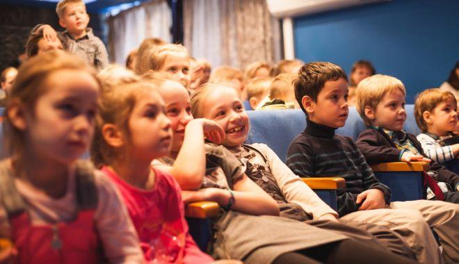 """Foto: """"Degețica"""" îi așteaptă pe copii la patru reprezentații, săptămâna aceasta"""