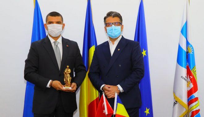 Noul consul general al Republicii Turcia, în vizită la Primăria Constanța - delegatieturcia-1598027965.jpg