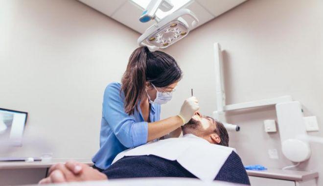 Foto: OMS: Amânați vizitele de rutină la dentist!