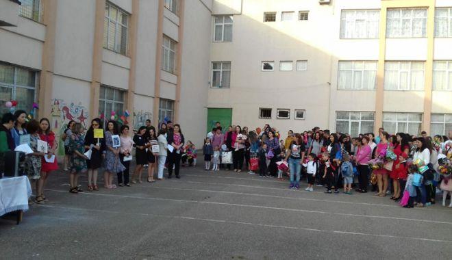 Din nou la școală! A sunat clopoțelul pentru cei peste 108.000 de elevi constănțeni - deschidereanscolar1-1536598790.jpg
