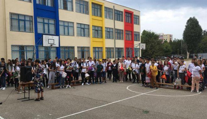 Din nou la școală! A sunat clopoțelul pentru cei peste 108.000 de elevi constănțeni - deschidereanscolar4-1536598815.jpg