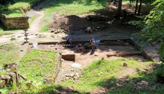Descoperirea uriașă la Sarmizegetusa Regia: Un misterios templu dacic iese la iveală după două milenii - descoperiretempludacicnousarmize-1631377220.jpg