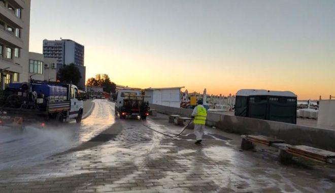 Foto: Faleza, trotuarele, băncile și piațetele din stațiunea Mamaia - dezinfectate
