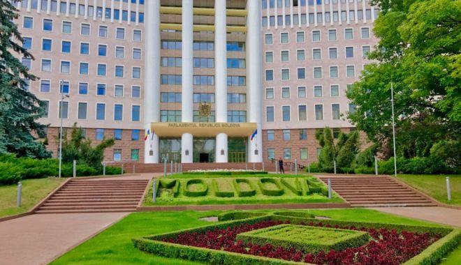 Dilema Chișinăului: asistență nerambursabilă din partea UE sau creditul Rusiei? - dilema-1574635377.jpg