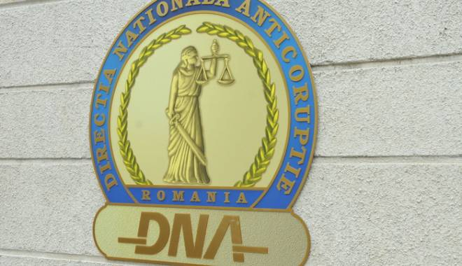 Foto: Deputatul Păun, față în față cu procurorii DNA
